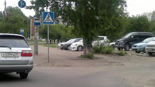 Машины стоящие в ряд