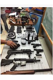 Incautan Armas en Residencial de Juana Diaz