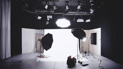 Tips Foto Model dengan Konsep Fotografi Secara Profesional keren cantik cewek igo studio indoor pencahayaan lampu flash octagon softbox stip butterfly