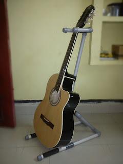 makers diy make your own p v c guitar stand. Black Bedroom Furniture Sets. Home Design Ideas
