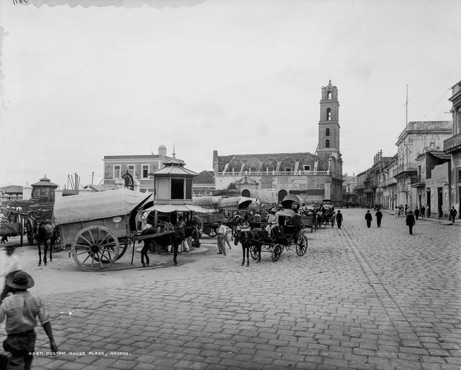 Custom House Plaza. 1900.