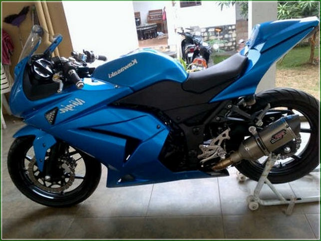 Warna Biru - Contoh Gambar Dan Foto Konsep Desain Modifikasi Kawasaki Ninja 4 Tak 250cc Sporti Ala Moge Keren Banget