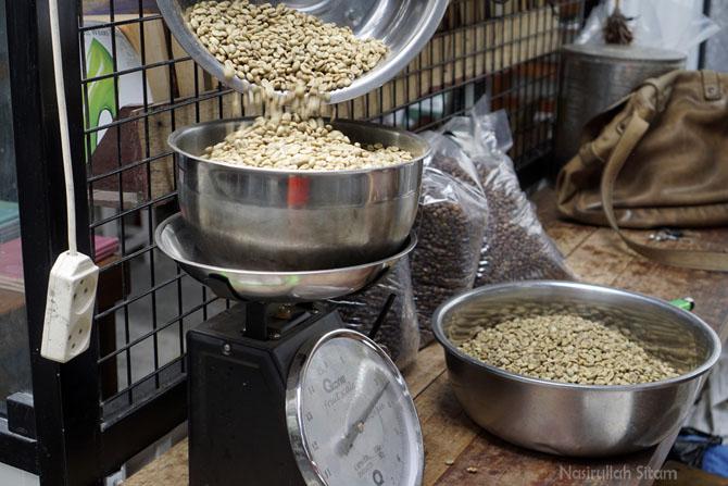 Biji kopi yang berlum di-roasting