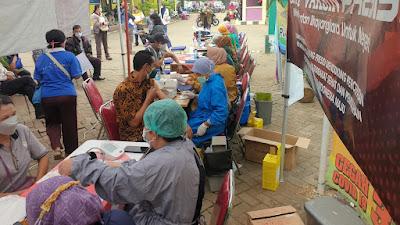 HUT Bhayangkara Ke-75, Polsek Rajeg laksanakan Vaksinasi ke 2 untuk Warga