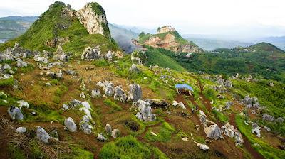 Taman Batu (Stone Garden) di Puncak Gunung Pawon
