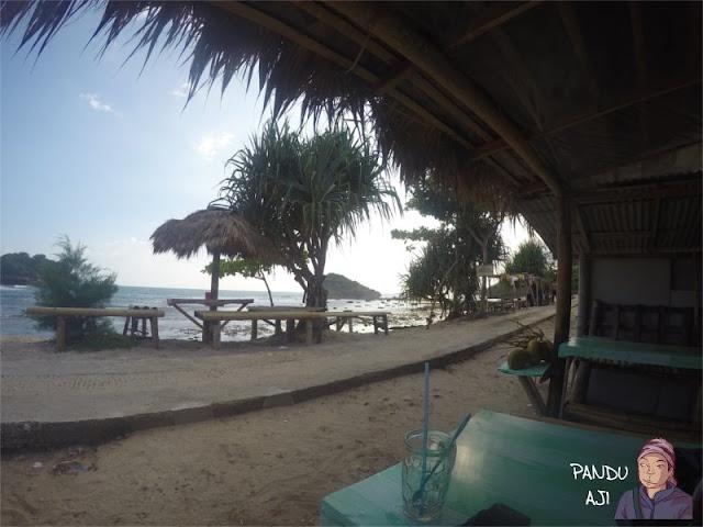 Suasana Pantai Watu Karung Pacitan