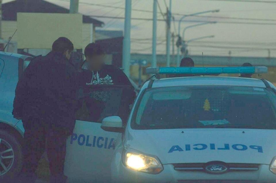 Un detenido por amenazas y golpear a policia
