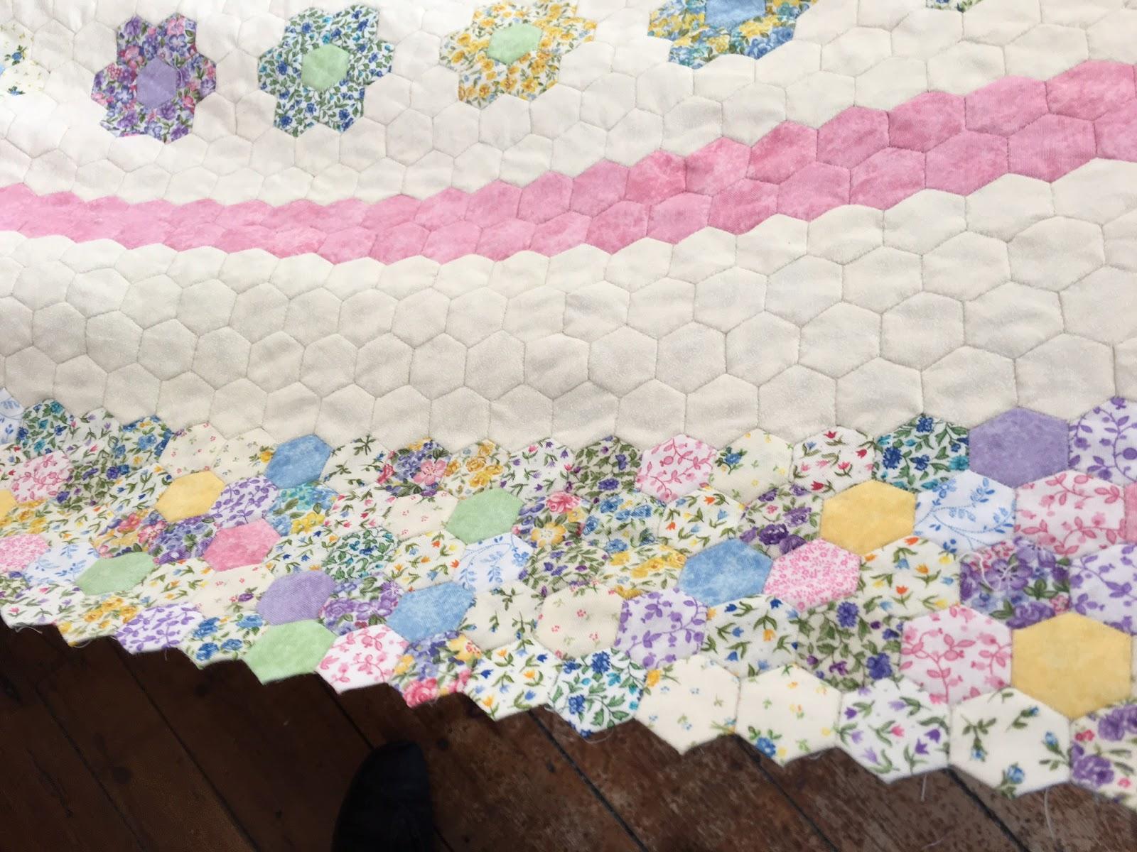 Smiles From Kate: Hexagon Quilt : finishing a hexagon quilt - Adamdwight.com