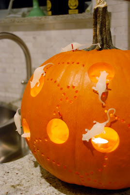 pumpkin carving idea | mouse house pumpkin ramblingrenovators.ca