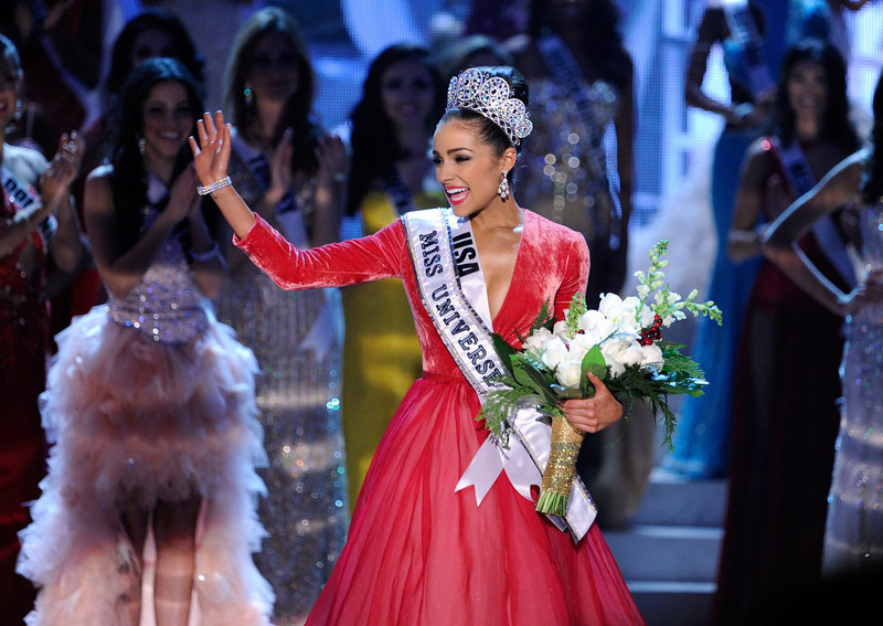 Após a vitória, Olivia Culpo, Miss Universo 2012, saudou a platéia. Foto: David Becker/Getty Images