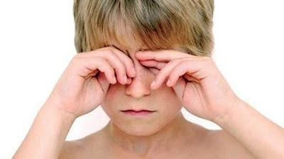 Những thói quen có hại cho mắt cần tránh