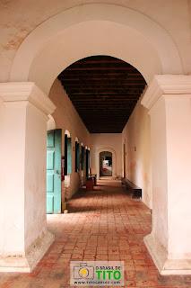 Corredor da igreja de São Gonçalo Garcia em Penedo, Alagoas