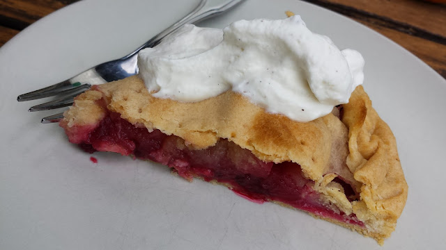 traditional Irish apple blackberry pie