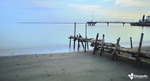 Pantai Di Pelabuhan Kendal | Eksapedia