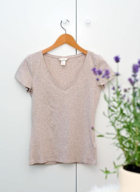 beżowa koszulka top seria basic hm