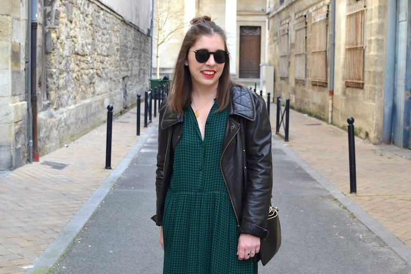 robe longue verte American Vintage, trio bag noir Céline, perfecto en cuir noir Isabel Marant
