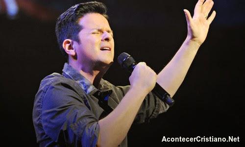 """Danilo Montero cantando """"Dios de amor"""""""