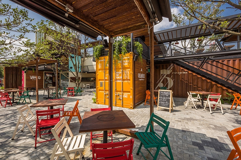 10-Shipping-Container-Architecture-6-Restaurants-in-the-Contenedores-Food-Place-www-designstack-co
