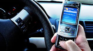 Hoy los mensajes de texto sirven para muchas cosas, entre otras para hacer publicidad o enviar alertas e información oficial. En tan sólo un año se enviaron 18 millardos más que en 2009. En promedio, un suscriptor venezolano envió 7,8 mensajes diarios en 2010 y el promedio total superó los 213 millones Por: William Peña A pesar del crecimiento en el uso de los llamados teléfonos inteligentes, especialmente del Blackberry y de su poderoso PIN (Personal Identification Number), que se han entronizado en el gusto del venezolano a través del Messenger privado sólo para usuarios del servicio de RIM, la