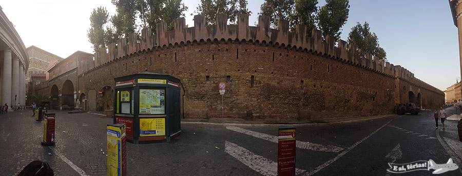 Il Passetto, que liga o Vaticano ao Castelo Sant'Angelo.