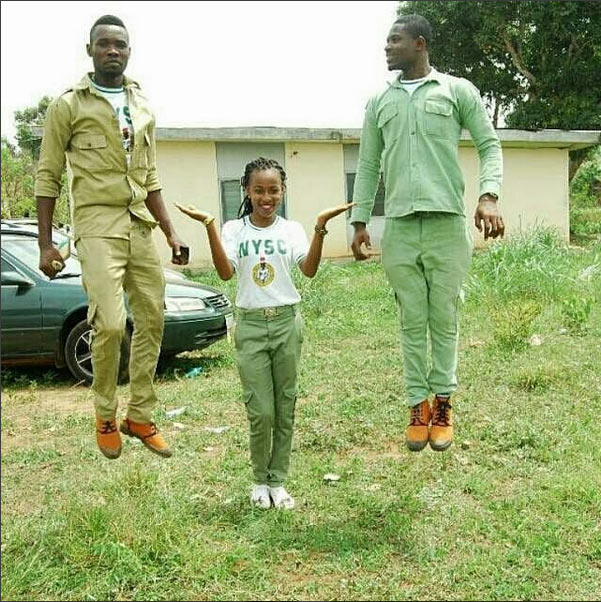 Picture of female NYSC member elevating her male colleagues goes viral