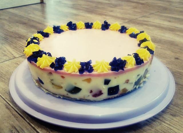 galaretkowiec na jogurcie ciasto z galaretek i jogurtu smietanowiec jogurtowiec kolorowe ciasto na zimno ciasto na zimno z galaretka torcik na zimno