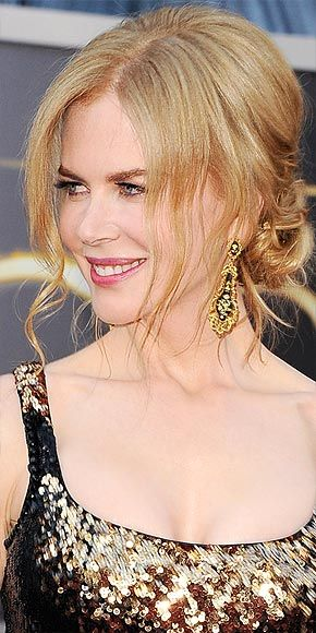 Nicole Kidman attends the 2013 Academy Awards in a L'Wren Scott gown paired with Fred Leighton jewelry