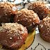 Muffin de chocolate saudável de micro-ondas ou forno