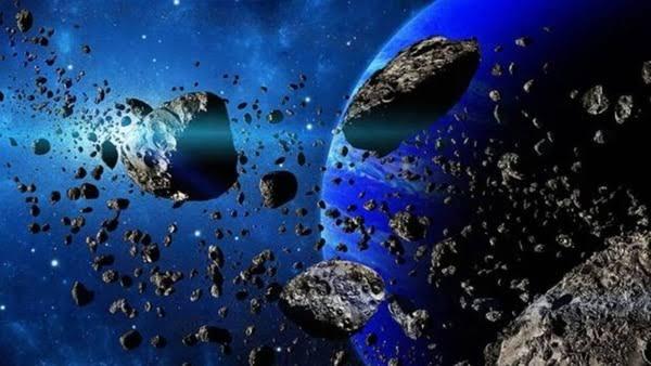 4 asteroides hacen su sobrevuelo cercano a la Tierra.