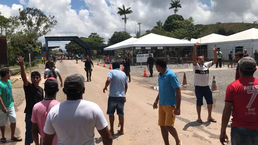 Moradores de Pacaraima expulsam venezuelanos de Roraima (Foto: Wendel Pereira do Vale) G1 Globo