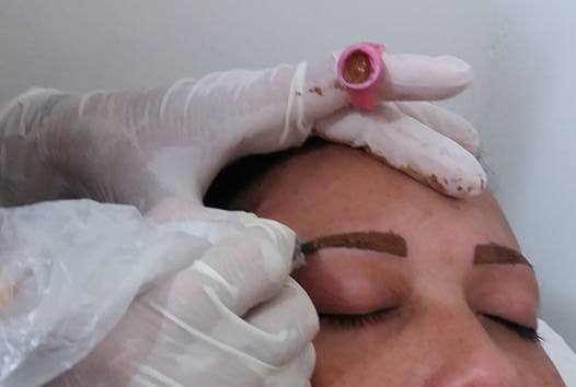 Micropigmentação de sobrancelha e definitiva