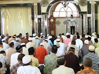 Fiqih Sholat Hari Raya Idul Fitri atau Idul Adha Jika Bertepatan dengan Hari Jumat