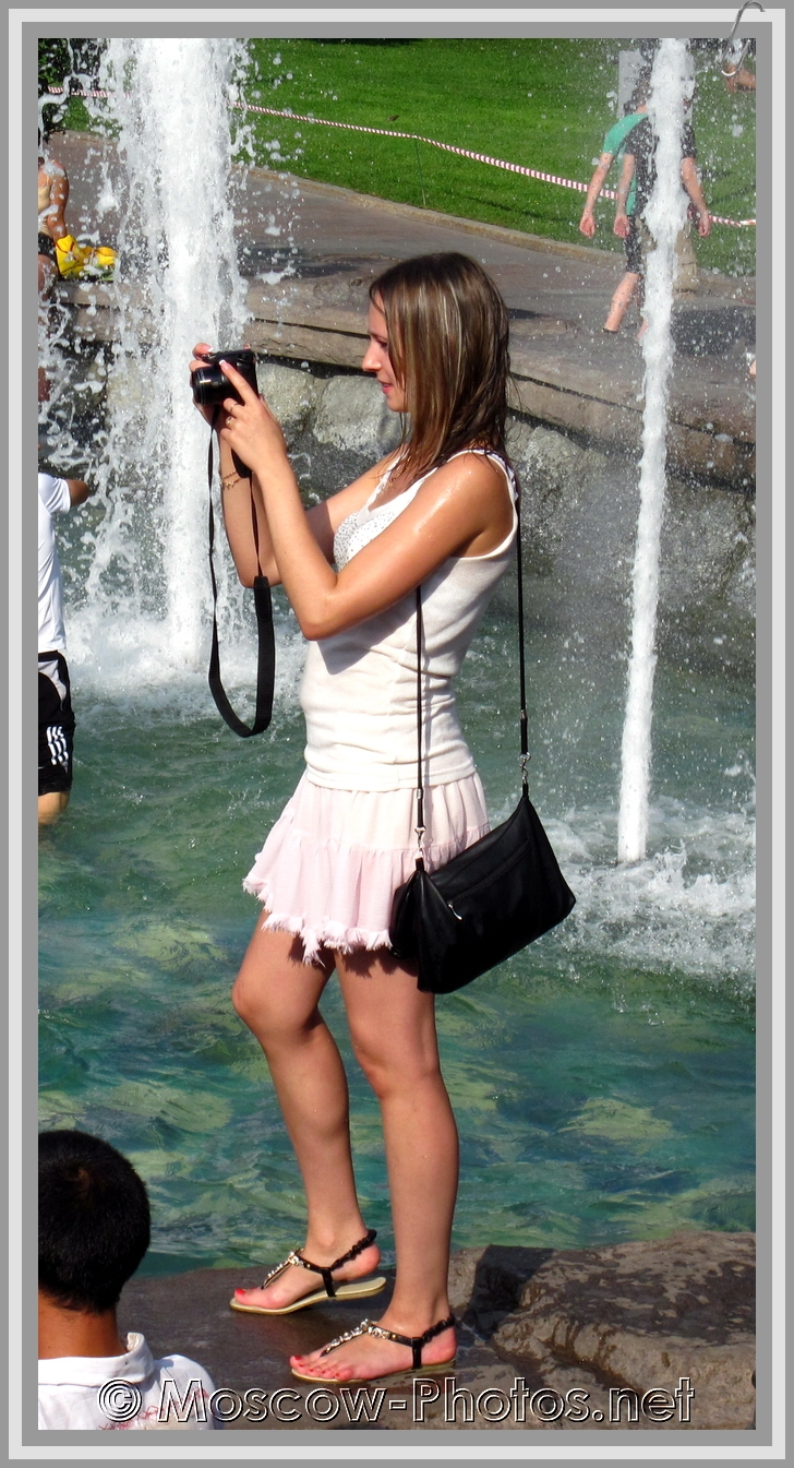 Moscow girl at the fountain
