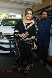 Bollywood Actress Sana Khan Launches Aakrithi Exibition  0216.JPG