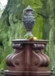 Familiengrab Wesendonck - Eiserne Urne