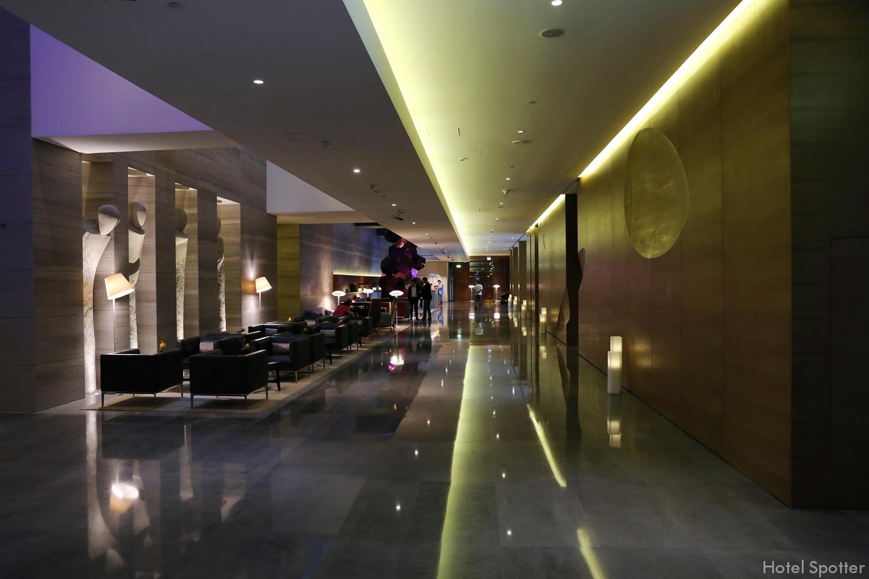 InterContinental Dubai Marina - recenzja hotelu - korytarz