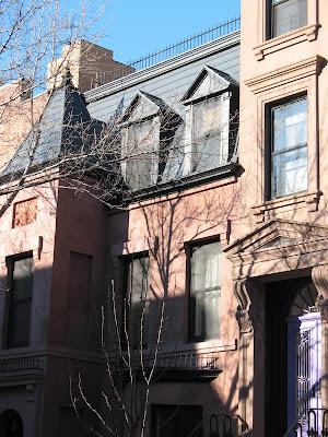 Violetti ovi antaa särmää eleganttiin taloon 86bb4dd64f