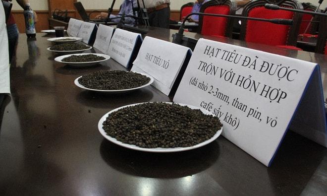 Quá trình trộn phế phẩm cà phê với pin diễn ra như thế nào? -1