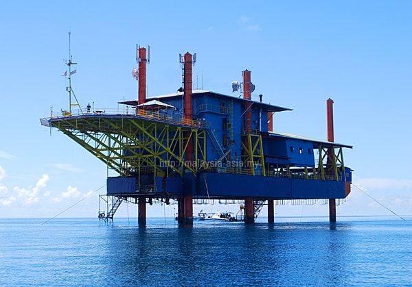 Oil Rig Dive Resort