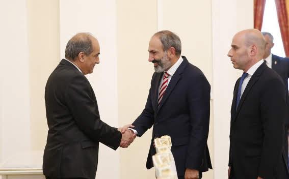 Primer ministro y presidente armenio felicitan a los ciudadanos en el Día de la Constitución