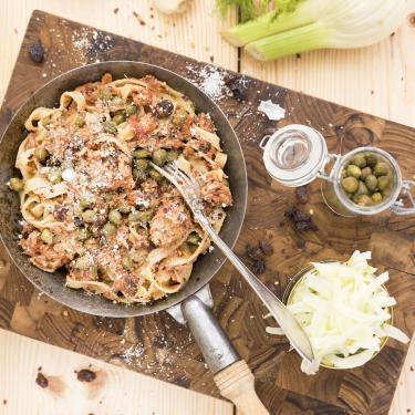 Pasta med tonfisk dill kapris och agg