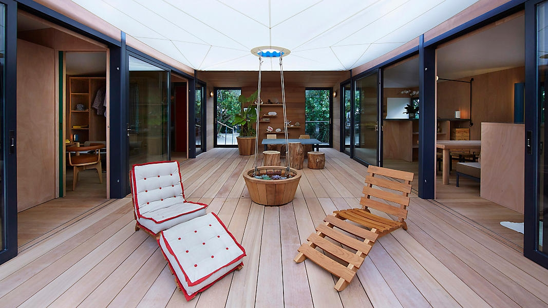 02-Architecture-Tiny-Beach-House-by-Charlotte-Perriand-and-Louis-Vuitton-www-designstack-co
