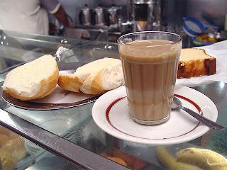 Resultado de imagem para cafezinho no balcão do botequim
