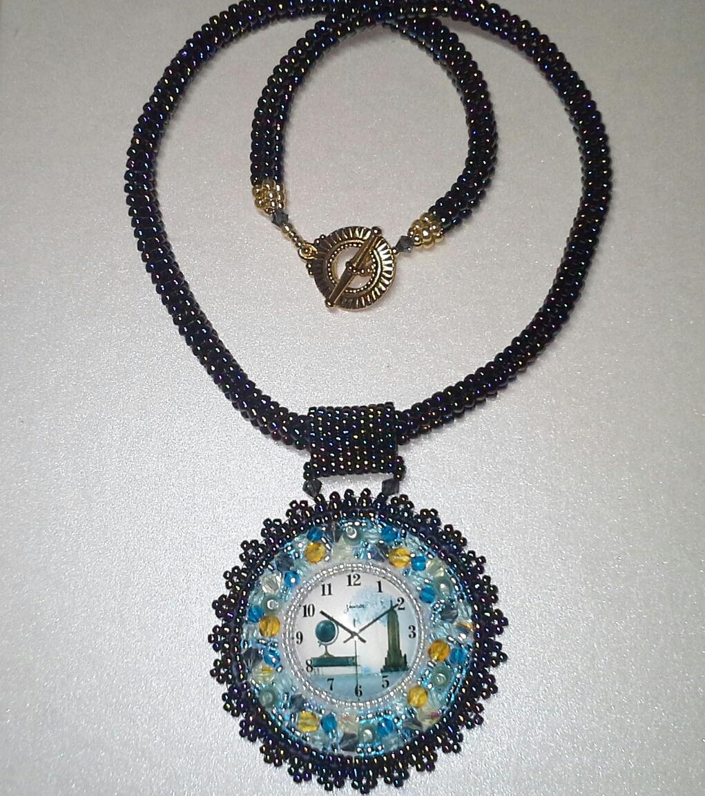 Perlen-faedeln-Glasperlen-Schmuck-Perlenstickerei