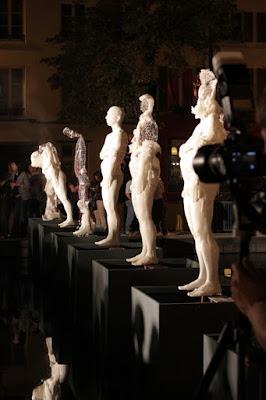 autodestruction, bassins, cire, Histoire d'art, homme nu, Nuit Blanche, Quai aux Briques, sept vies,