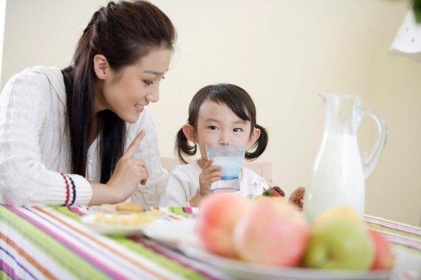 Bổ sung lượng sữa thích hợp để trẻ khỏe mạnh, tăng cân
