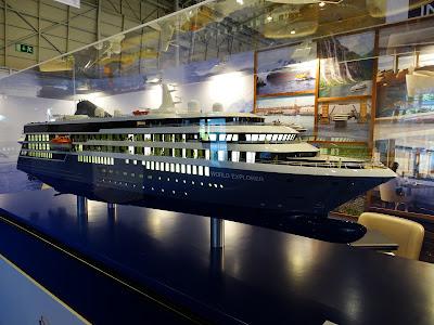 da124d63269 O navio de cruzeiros de expedição MS World Explorer