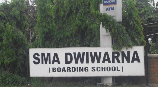 Mengembangkan Karakter Siswa SMA Dwiwarna