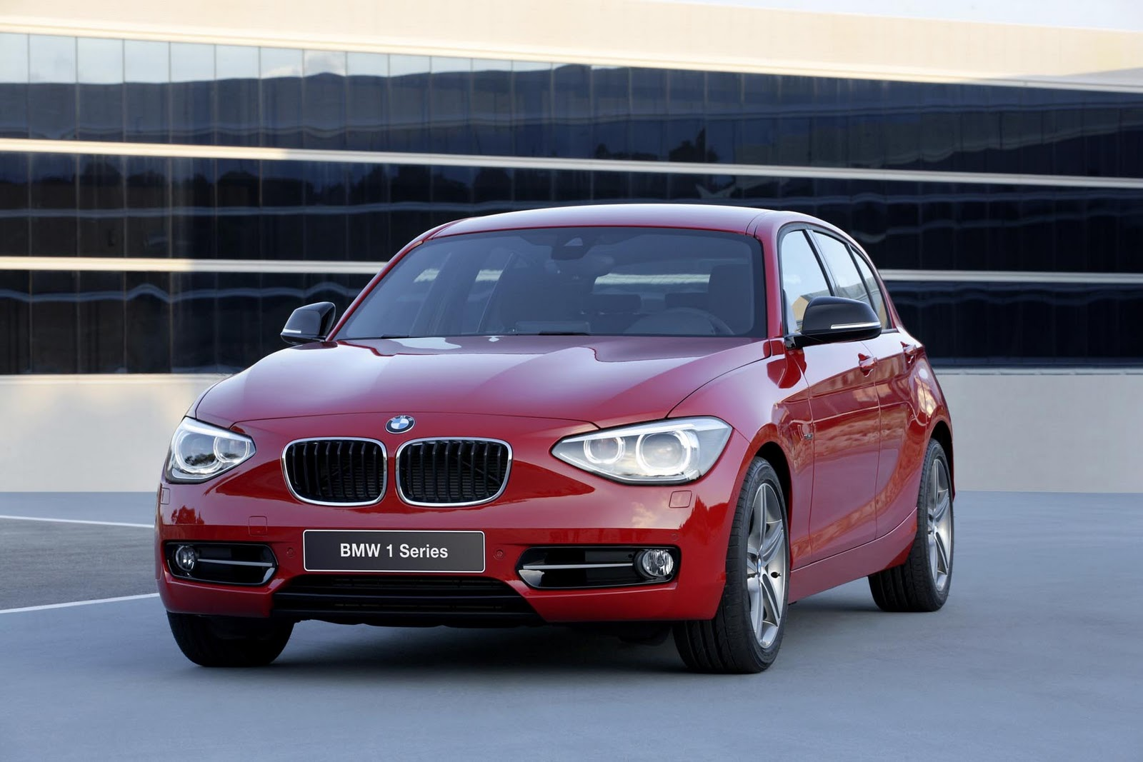 in4ride more premium 2012 bmw 1 series hatch launched in sa. Black Bedroom Furniture Sets. Home Design Ideas