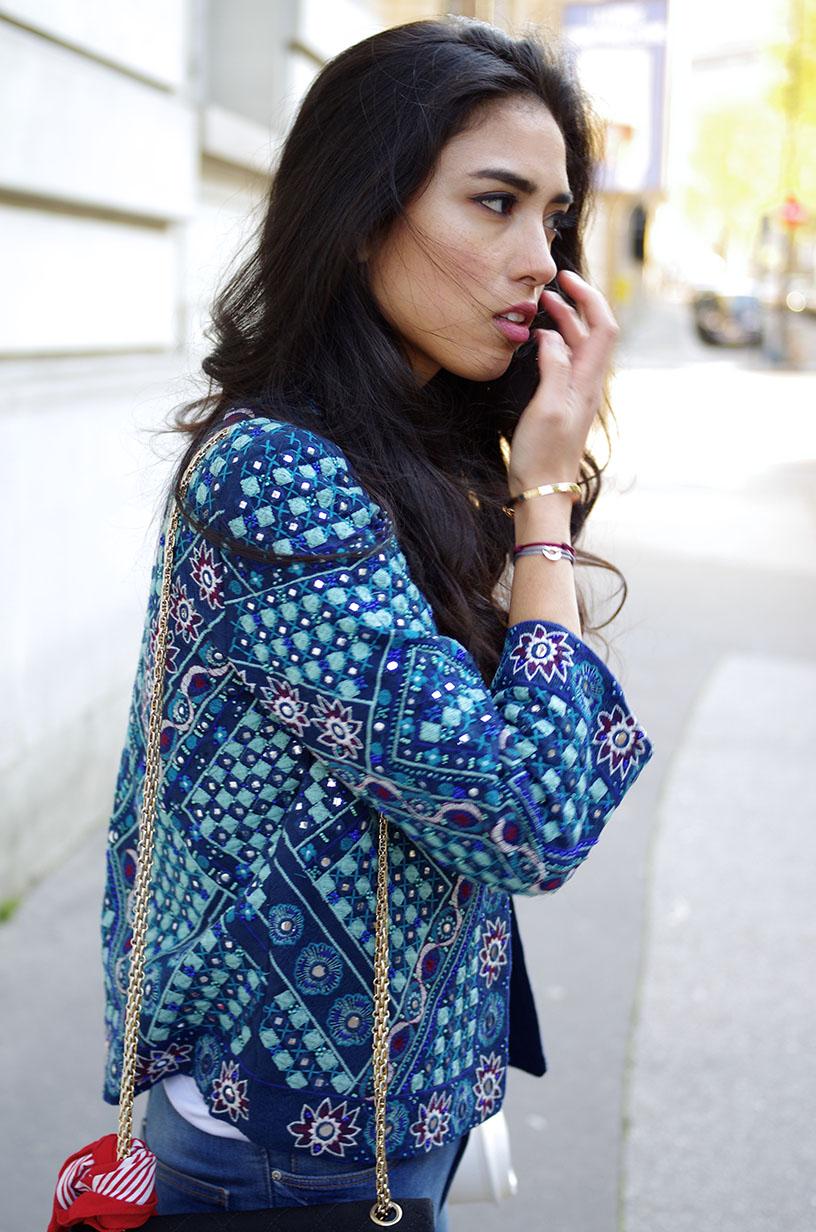 Elizabeth l Feeling blue outfit l Zara denim jeans choker tshirt jacket Chanel bag bandana Quay Australia sunglasses Converse sneakers l THEDEETSONE l http://thedeetsone.blogspot.fr